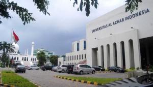 Universitas_Al-Azhar_Indonesia_dan_Masjid_Agung_Al-Azhar_Terlihat_di_Parkir_Utama