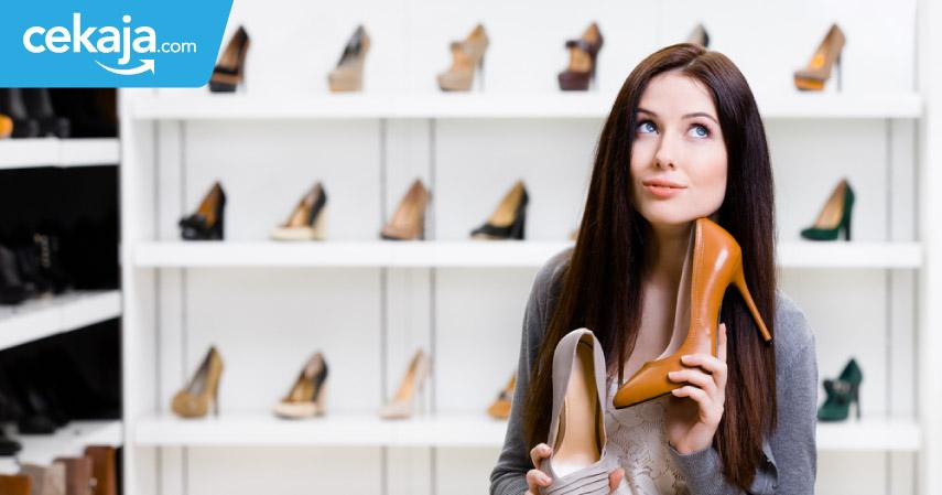 wanita hobi belanja_kartu kredit - CekAja.com