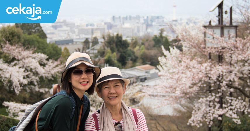 traveling bersama ibu - CekAja.com