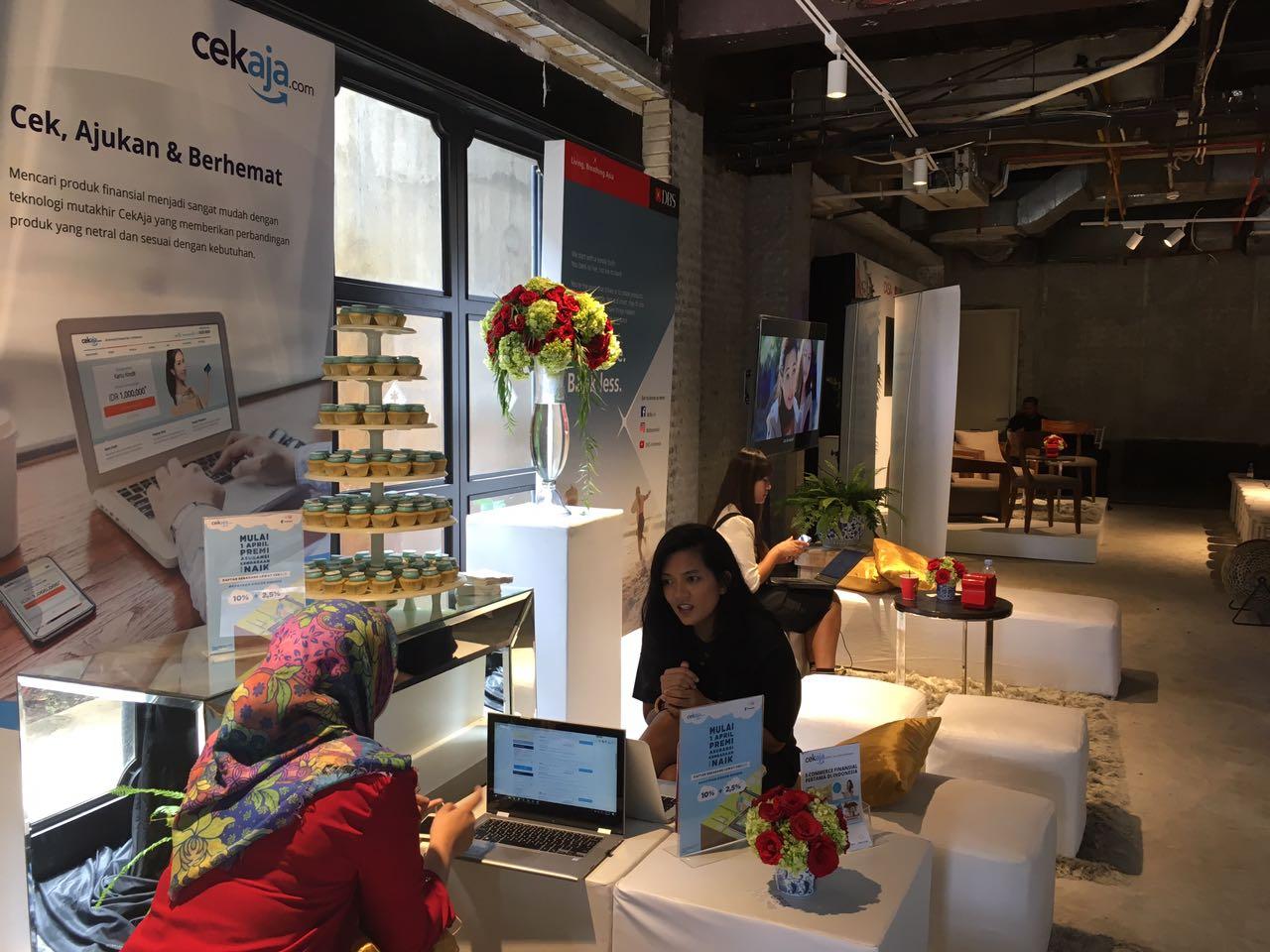 Booth CekAja.com dalam pameran dan talkshow di Forme Gallery Kemang