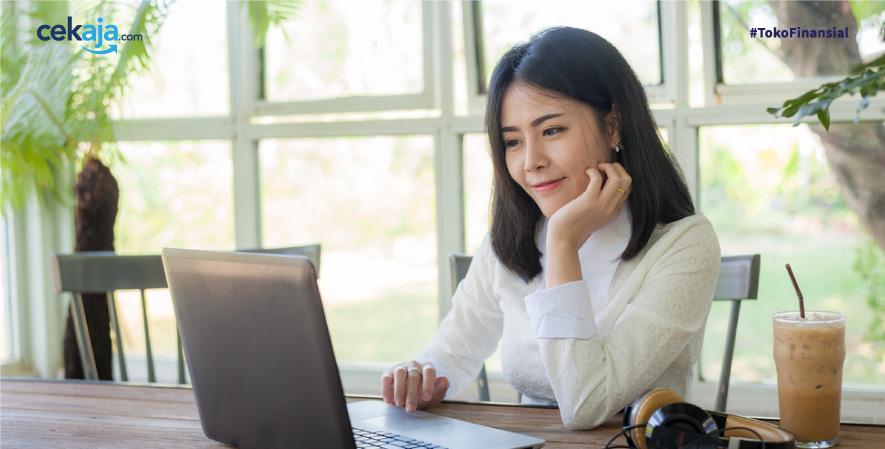 wanita karier_ kartu kredit - CekAja.com